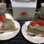 イタリアン・トマト カフェジュニア - ショートケーキ、苺のチーズタルト。(2個で1000円くらいでした)