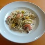タベルナ イル ロカーレ - 海老と四種のきのこのクリームスパゲッティ