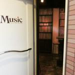 バー・ミュージック - 5階に上がると入口(2016.12)
