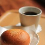 Cafe803 - 料理写真: 浅いりのモーニングコーヒーと餡パン