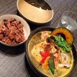 65045402 - チキンと野菜のスープカレー&寝かせ玄米