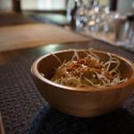 荒井廃墟1988 - 料理写真:木のボウルに入った野菜サラダが出てきます(2017.4.6)