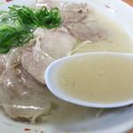 65051534 - やや垢抜けない豚骨臭さも醸しながら、濃厚に仕上げたとろりんスープです。