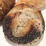 ブレッドプラントオズ - ごまパン