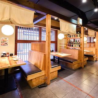 昭和を感じさせるゆったりとした店内空間