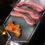 6506387 - どでかい豚肉!