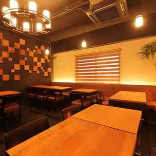 お洒落な空間で楽しむ、フレンチベースの多彩な肉料理やワイン