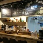 汐留カフェ&ダイナー em -
