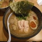 濃厚鶏ソバ 麺 ザ クロ -