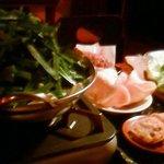 6507948 - キャベツ、揚げ物、モツ鍋(暗くてニラが黒く写る)