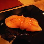 すし瀬名波 - 徳島産赤貝