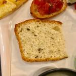 イタリア料理 レガメント - 海苔の入ったパン【料理】