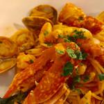 イタリア料理 レガメント - カニ、エビ、アサリが入った豪華なパスタです【料理】