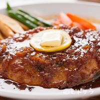 魚河岸 丸天 - オリジナルのソースで味わう、マグロの『フルテールステーキ』