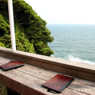 相模湾が一望できる絶景のテラス席あります