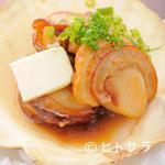 江戸や鮨八 - 一度食べたらはまる味!『ホタテのガーリックバター焼き』