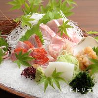 寿庵忠左衛門 - そば屋では珍しい、刺身など日本料理も堪能できるのが魅力