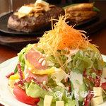 テキサス - チーズ、サラミ、生ハムのイタリアンサラダ 820円