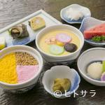 吉宗 - 吉宗定食は、茶碗むしに蒸し寿司、角煮、小鉢付きで手ごろな値段