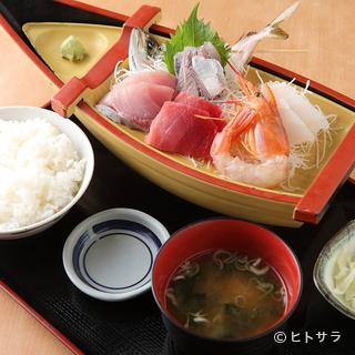 鮮度抜群の活魚料理が約150種!