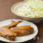 鉄なべ - 常連から好評の酒肴『手羽先甘辛煮』と『昭和のポテトサラダ』