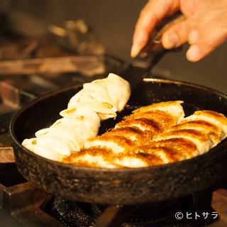 九州名物、ひと口サイズの『鉄(鍋)餃子』発祥のお店です