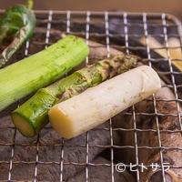 活食・隠れ酒蔵 かけはし - ベストの焼き加減はスタッフまで、旬野菜の炙り