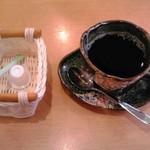 マルトイチ魚安商店 - ランチメニュー注文でサービスの飲物(例:ホットコーヒー)【2017年4月撮影】
