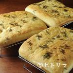 トラットリア マリー - 料理の味を引き立てる『自家製 焼きたてフォカッチャ』