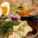 65090555 - 鶏白湯ラーメンのメニューのみ。トッピングは選べます                       鶏パテ、半熟玉子、具はカリフラワー、人参、赤キャベツ、ねぎ