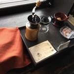65092034 - お部屋には、珈琲豆、ミルがあり、自分で挽いておとして飲めます。