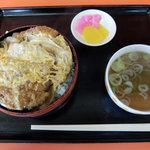 蜂屋食堂 - 料理写真:カツ丼(800円)
