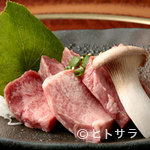 炭火焼肉 白山 - 当店オリジナルカット! 『厚切り上タン』
