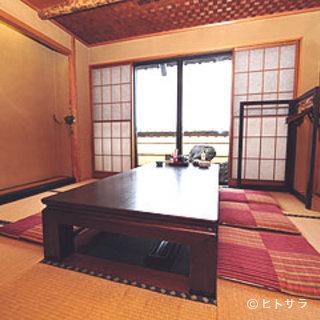 個室は全5室。2人から10名様まで、予約も可能です。