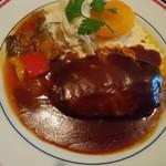 ボンヌ・マール - ハンバーグ(1,000円)レギュラーメニュー デミが無茶苦茶美味い、付け合わせの温野菜?も良い感じ。肉量は控えめだが満足度高い