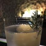 バー ダック22 - 丸ごと一個レモンサワー。 クリアで優しい味わい。