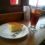スカイラウンジ 回転喫茶室 - 六甲チーズケーキセット