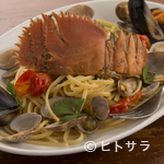 Pizzeria Farina - 近海の新鮮な魚介でつくる『活ウチワエビと魚介の漁師風リングイネ』