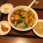 65100539 - 五目そばセット(980円)です。                       五目そば、玉子チャーハン、杏仁豆腐、ザー菜