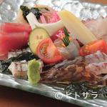 創作割烹 たかの - 素材のハーモニーを感じる魚介の造りサラダ仕立て