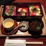 65104456 - 彩り二色重 ¥1,650-(ミニ松坂牛レアステーキ重とミニバラちらし重、煮物、茶碗蒸し、赤出汁)
