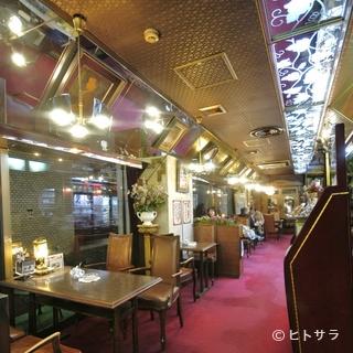 横浜公園目の前の眺めの素敵なカフェ