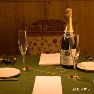 ワイングラスを片手に季節が生きるフレンチを。記念日にもお勧め