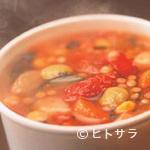 チャウダーズ・スープ&デリ - シアトルから直輸入したスープをそのまま味わうことができます。