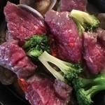 肉バル酒場 ラッキー ルウ - お肉のアヒージョ