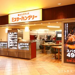 香ばしい匂い誘われ、つい立ち寄ってしまう開放的な店内。