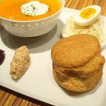 野菜のスープと全粒粉スコーン