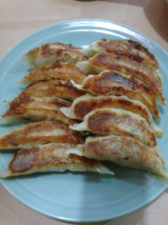 中華レストラン 東東 - 当店オリジナルの手作り【ギョーザ】!ボリューム満点です。(写真は2人前)