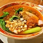担担麺の掟を破る者 - 料理写真:黄金の鰹出汁 南香梅と大葉と鶏