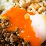 担担麺の掟を破る者 - 汁なし担担麺(温泉たまご)